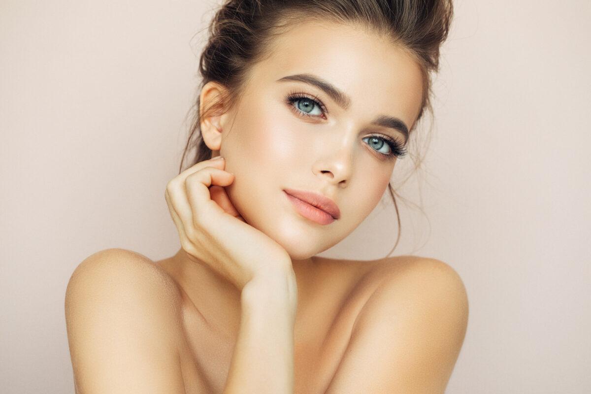 Vitamine A jonge vrouw met mooie huid